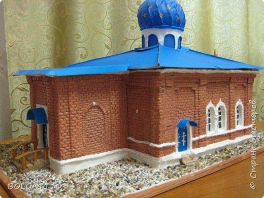 К приезду митрополита  ,мы с ребятками из воскресной школы сделали макет нашего храма.Маштаб 1:50.Фото делали в спешке,ещё ПВА ,которым приклеевали грунт, не высох. фото 1