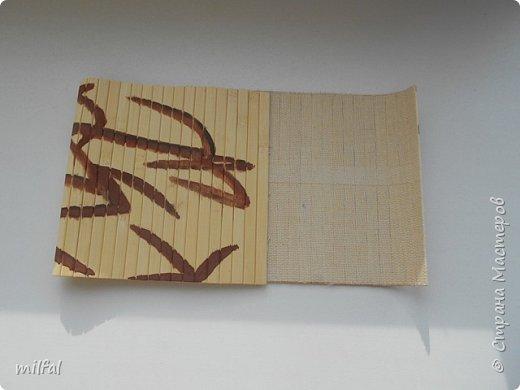 Здравствуйте жители и посетители страны мастеров!!!!!!!!!!!!   Вот такой короб получился из картонной трубы,бамбуковых и обыкновенных обоев. Крышку отливала из гипса,они очень аккуратные получаются, чем просто вырезать из картона. Понадобится ещё клей пва,краски ,акриловый лак и гипс для крышки. фото 4