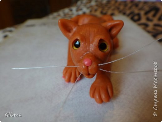 Здравствуйте!  Не могу не похвастаться моим новым котишкой из запекаемой пластики. Я старательно лепила его все воскресенье, на протяжении примерно девяти часов, и результат меня просто умиляет. Знакомьтесь - Яша, мой рыженький Яшенька :)   Яшенька - брошь, может быть, большеватая брошь, но на плотной одежде будет держаться. фото 1