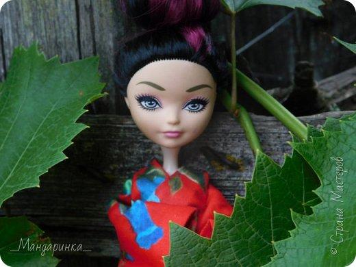 """Всем привет!Сегодня я сдаю работу на конкурс """"Япония""""Ссылка - http://stranamasterov.ru/node/1042939?c=favorite (Загружаю её уже 4 раз)Для конкурса я сшила кимоно из красной ткани с цветочным орнаментом и пояс из бордовой и чёрной ленты.Моделью выступает Бель, кукла моей сестры. фото 7"""