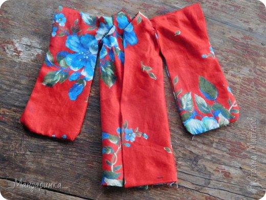 """Всем привет!Сегодня я сдаю работу на конкурс """"Япония""""Ссылка - http://stranamasterov.ru/node/1042939?c=favorite (Загружаю её уже 4 раз)Для конкурса я сшила кимоно из красной ткани с цветочным орнаментом и пояс из бордовой и чёрной ленты.Моделью выступает Бель, кукла моей сестры. фото 12"""