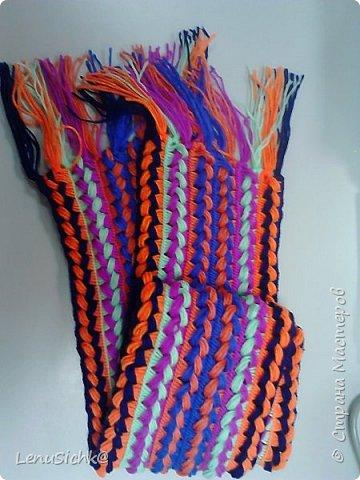 Очень интересная техника вязания шарфа при помощи линейки. Легко даже если кто-то ни разу не вязал. Вязала по МК - http://www.stranamam.ru/post/6943991/. Отличный подарок на Новый Год, а самое главное он очень теплый и уютный. Это мой разноцветный шарфик - он был первый)) фото 1