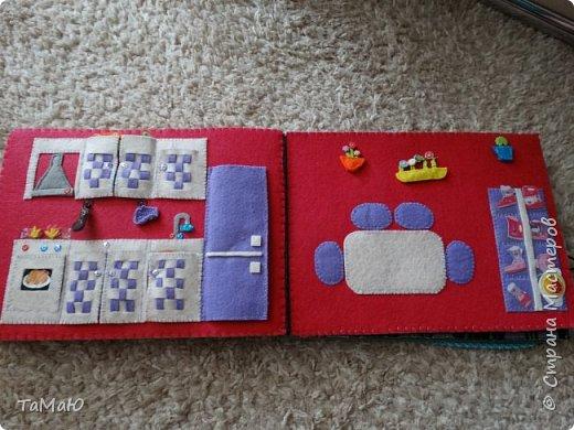 Для удобства домик сделала в виде книжки, в нем живут 2 куколки-девочки. фото 4