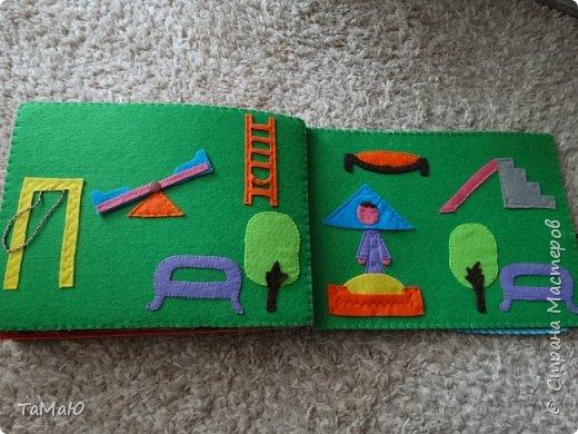 Для удобства домик сделала в виде книжки, в нем живут 2 куколки-девочки. фото 6