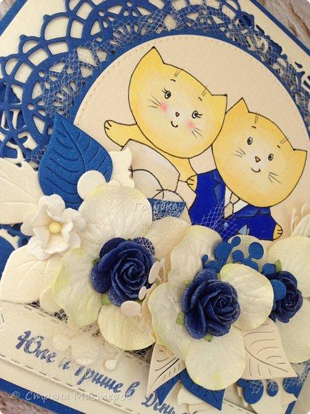 В начале августа поступил интересный заказ: свадебная открытка с кармашком, ,  цвет синий+айвори и с котиками:) Скрывать не буду, что именно это, котики, меня немного испугали.  Я судорожно подбирала котов, но заказчик хотел похожих, как у ILANNA С ЯМ.  А их надо было нарисовать... И тут , как говорится, звезды сложились:) , и мне на выручку пришла чудесная девушка Лю Проненко,  с которой нас познакомила Танечка ( продавец студии  ШШ) Представляю вам результат труда нашей команды:)  фото 3