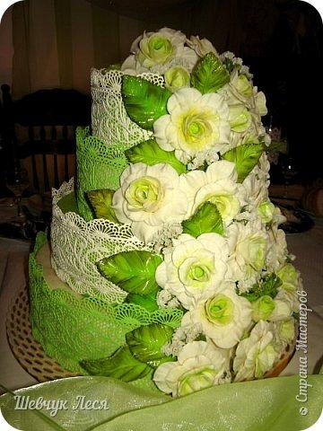 """Приветик Всем!!! Хочу поделиться с Вами своей работой. 20 лет назад я делала себе на свадьбу торт.Потом свадебный торт в подарок и всё.Вот и пришло время опять попробовать себя в такой интересной и тяжелой работе.Я благодарна такому опыту,не думала что такой """"шедевр"""" получить! Яночке большое спасибо в помощи с тортиком!Дочка помогала разрисовывать розочки и листочки,как художник,и лепить розочки. Долго я раздумывала смогу ли я и браться ли мне за такую работу.Так вот с уверенностью могу сказать,мы не всегда знаем свои силы, и если нам что-то не понятно надо просто собрать информацию и всё будет просто СУПЕР!!! фото 1"""