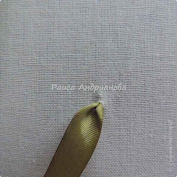 Понадобится: ткань( основа для вышивки), лента, нитки в тон ленте, или мононить. фото 2