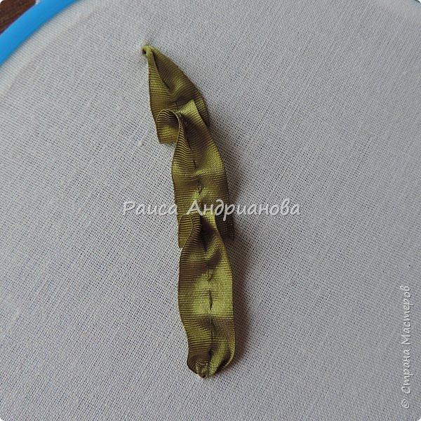 Понадобится: ткань( основа для вышивки), лента, нитки в тон ленте, или мононить. фото 9