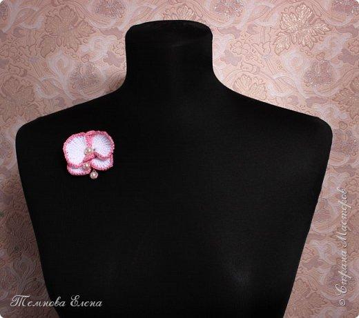 Давняя мечта освоить тунисское вязание начинает потихоньку осуществляться.  Цветок орхидеи достаточно прост в исполнении и в то же время смотрится очень эффектно. фото 3