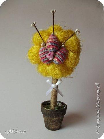 Топиарии собраны из готовых материалов, кроме вязаных яиц и бумажных цветочков. фото 2