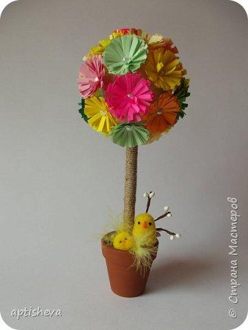 Топиарии собраны из готовых материалов, кроме вязаных яиц и бумажных цветочков. фото 3
