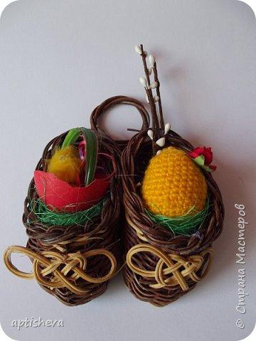 Маленькие сувениры на магнитах для холодильника, изготовлены из различных декоративных материалов. фото 1