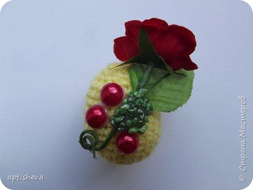 Маленькие сувениры на магнитах для холодильника, изготовлены из различных декоративных материалов. фото 4