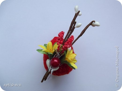 Маленькие сувениры на магнитах для холодильника, изготовлены из различных декоративных материалов. фото 8