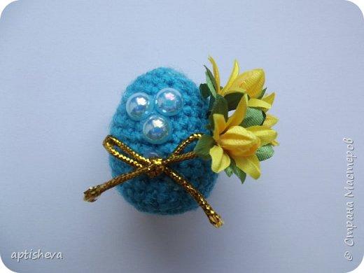 Маленькие сувениры на магнитах для холодильника, изготовлены из различных декоративных материалов. фото 9