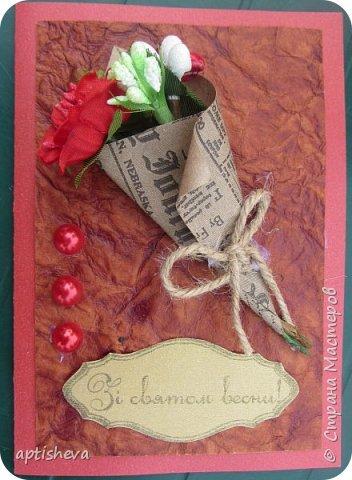 Для открыток использовались: цветной двухсторонний картон и бумага, полубусины, ленточки, бечёвка, обёрточная бумага и декоративные мини-цветочки. Детали открыток крепятся на двухсторонний скотч и горячий клей. фото 5