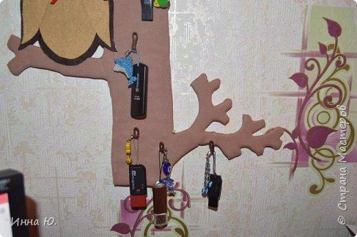 Здравствуйте,уважаемые жители Страны Мастеров.Люди делают себе ключници,чтобы вешать на них свои ключики,а у меня возникла идея сделать себе флешницу.В последнее время я обзавелась флешками.Вот мне и захотелось,чтобы они были все на виду,и в то же время не мешали на столе. фото 3