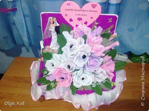 Пригласили нас на свадьбу, вот я и решила сделать композицию с цветами и конфетами в подарок.  фото 1