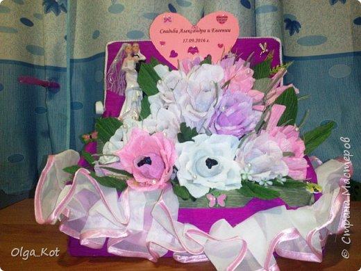 Пригласили нас на свадьбу, вот я и решила сделать композицию с цветами и конфетами в подарок.  фото 2