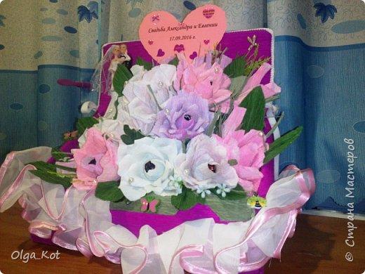 Пригласили нас на свадьбу, вот я и решила сделать композицию с цветами и конфетами в подарок.  фото 3