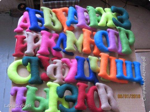 Алфавит из фетра. Буквы большие до 18 см. Яркие, красочные. Делала в подарок племяннику. Теперь весело изучает алфавит. Хотела еще цифорки, но не успела. Планирую сделать. И обязательно Вам покажу.