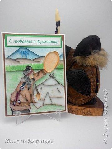 Осенью на Камчатке проводится праздник - Алхалалалай. Это ительменский обрядовый праздник, посвященный окончанию хозяйственного цикла. И мне посчастливилось выполнить один заказик к этому празднику. Получилось 12 открыток с Камчатской тематикой: кутхи, вулканы, идолы, рыба, аборигены... Внутри каждой открытки стихи о Камчатке местных авторов. фото 3