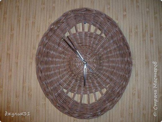 Здравствуйте все жители и гости!!! наконец-то я выбрала время и сплела для себя настенные часы....... бумага потребительская, 1/4 часть А4, ВМ - палисандр, спица 1,5 мм фото 1