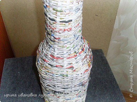 напольная ваза из газетных трубочек фото 3