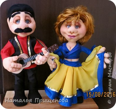 """Здравствуйте жители и гости СМ. Юбилярша вместе с супругом участвуют в самодеятельности с номером """"цыгане""""- пожелание заказчиков воплотить в куклах их увлечение. Акцент сделан на схожесть  сценической одежды и причесок. фото 1"""
