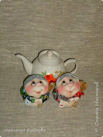 Текстильная  кукла - чайная грелка. Ну что ещё можно положить в корзину кукле накануне Яблочного Спаса)) Конечно же яблочки!!! фото 3