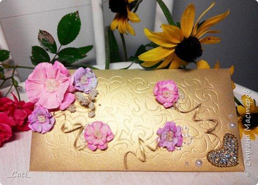 Мое новое творение, так сказать  в стиле ампир. (Шампанское, конверт для денег и книга пожеланий) Основной узор - кружево, цветы из офисной бумаги.. и много много разных мелких деталей фото 4