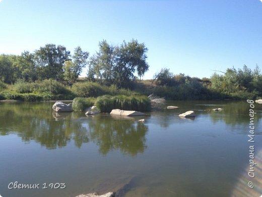 Очередной выходной наступил, и нас опять потянула природа- отдохнуть, покупаться, порыбачить и посмотреть интересные места. В этот раз уехали на р.Урал  ( Челяб. область, Кизильский р-он, дер. Каменка, 47 км. от дома)  Тут река петляет и подходит близко к трассе, нам пришлось всего проехать 6 км. по полевой дороге. Но дорожка хорошая, укатанная, место довольно известное как место отдыха и хорошей  рыбалки.  Мы наловили карпов и голавликов.  фото 13
