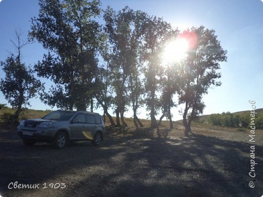 Очередной выходной наступил, и нас опять потянула природа- отдохнуть, покупаться, порыбачить и посмотреть интересные места. В этот раз уехали на р.Урал  ( Челяб. область, Кизильский р-он, дер. Каменка, 47 км. от дома)  Тут река петляет и подходит близко к трассе, нам пришлось всего проехать 6 км. по полевой дороге. Но дорожка хорошая, укатанная, место довольно известное как место отдыха и хорошей  рыбалки.  Мы наловили карпов и голавликов.  фото 17