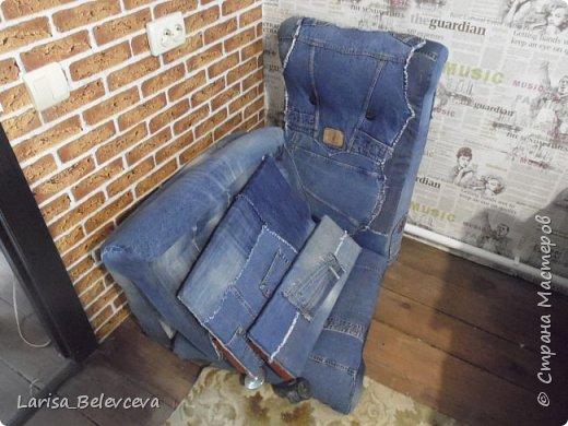 Доброго времени суток всем, кто заглянул на мою страничку! Хочу поделиться с вами еще одной идеей использования старых джинсов в хозяйстве. Работа такого плана - первая в моей жизни, поэтому не судите строго! фото 9