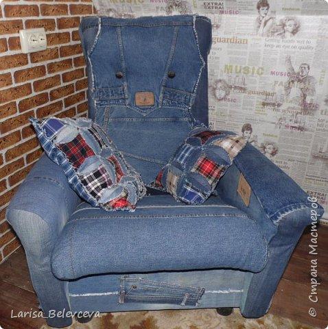 Доброго времени суток всем, кто заглянул на мою страничку! Хочу поделиться с вами еще одной идеей использования старых джинсов в хозяйстве. Работа такого плана - первая в моей жизни, поэтому не судите строго! фото 1