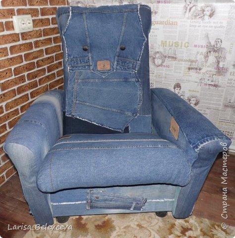 Доброго времени суток всем, кто заглянул на мою страничку! Хочу поделиться с вами еще одной идеей использования старых джинсов в хозяйстве. Работа такого плана - первая в моей жизни, поэтому не судите строго! фото 10