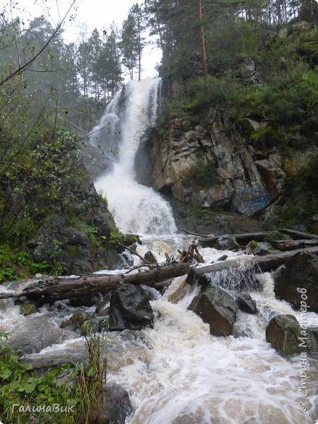 29 июля мы совершили поход к Камышлинскому водопаду, расположенному на реке Камышла, являющейся левым притоком Катуни. Этот водопад - памятник природы Республики Алтай с 1996 года. фото 1