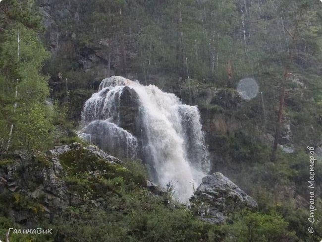 29 июля мы совершили поход к Камышлинскому водопаду, расположенному на реке Камышла, являющейся левым притоком Катуни. Этот водопад - памятник природы Республики Алтай с 1996 года. фото 8