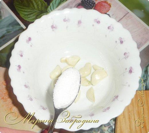 В сезон баклажанов рекомендую приготовить еще одно красивое, летнее блюдо - баклажаны с чесноком и помидорами. Блюдо получается сытное. Рецепт ленивый, готовится очень быстро, все продукты простые, а получается очень-очень вкусно! фото 2