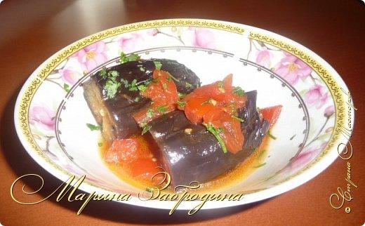 В сезон баклажанов рекомендую приготовить еще одно красивое, летнее блюдо - баклажаны с чесноком и помидорами. Блюдо получается сытное. Рецепт ленивый, готовится очень быстро, все продукты простые, а получается очень-очень вкусно! фото 12
