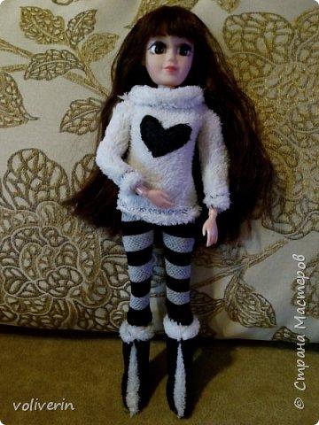 И ещё два комплекта одежды, для кукляхи. фото 2