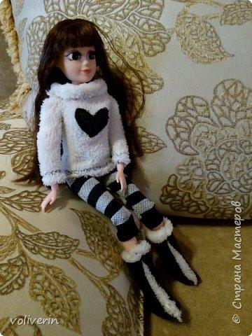 И ещё два комплекта одежды, для кукляхи. фото 4