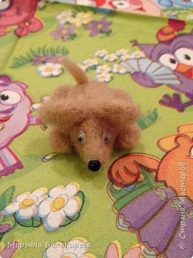 Этот мышонок первая моя поделка в технике валяния. фото 1