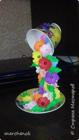 Искала похожие цветопады на различных сайтах, чтобы знать, какие примерно цветы клеить  и вот что у меня получилось. Вот решила поделится такой красотой)) Кружечек сделала уже много, в подарок идут на ура)) фото 1