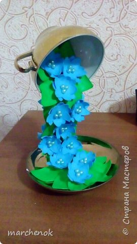 Искала похожие цветопады на различных сайтах, чтобы знать, какие примерно цветы клеить  и вот что у меня получилось. Вот решила поделится такой красотой)) Кружечек сделала уже много, в подарок идут на ура)) фото 6
