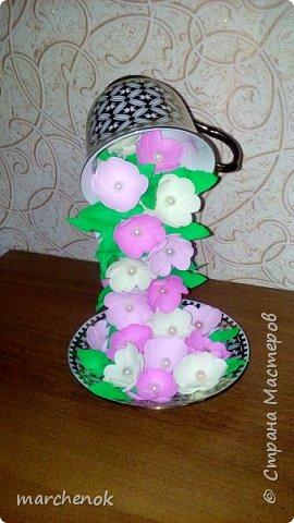 Искала похожие цветопады на различных сайтах, чтобы знать, какие примерно цветы клеить  и вот что у меня получилось. Вот решила поделится такой красотой)) Кружечек сделала уже много, в подарок идут на ура)) фото 7