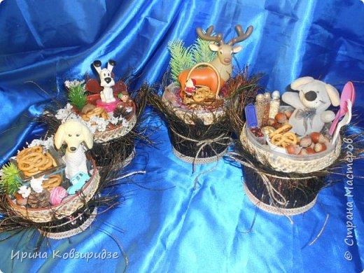 Никогда не выбрасываю торфяные горшочки, а делаю для детей сувениры в подарок Горшочек с павлиньими перьями вместо травки фото 1