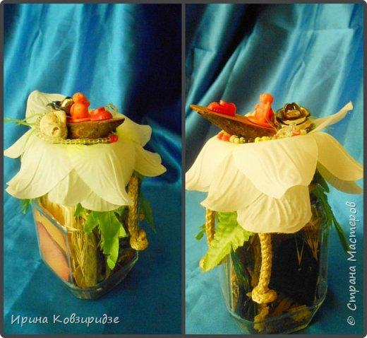 Собрались у меня баночки из-под кофе. Решила наделать маленьких подарков друзьям. Внутри- сухоцветы, сверху искусственный цветок и игрушки из киндер-сюрприза фото 8