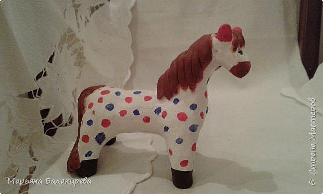 Я слепила вот такую лошадку из белой глины. Должен был получится конь, а поучилась вот такая милая лошадка. фото 2