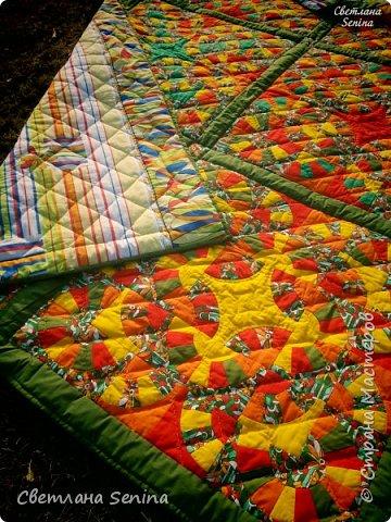 """Первое одеяло, выполненное в технике """"пэчворк"""" (лоскутное шитьё). фото 3"""